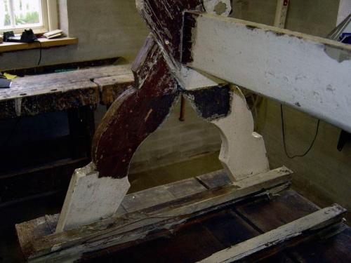 Afdækning af bord fra ca. 1780 til det originale lag.Afsluttet med bivoks behandling.