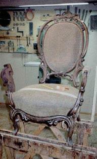 Chr. 8. stol i palisander ca. 1860. Armlæn genskabt og poleret.