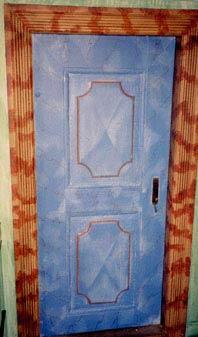Døre og karme malet i fiktiv mamorering.