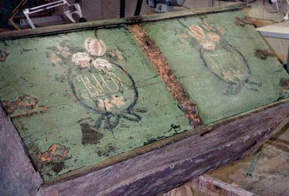 Kiste fra 1770, afdækket, næsten ingen retouchering.