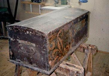 Kiste fra 1745, afdækket. Meget atypisk dekoration.