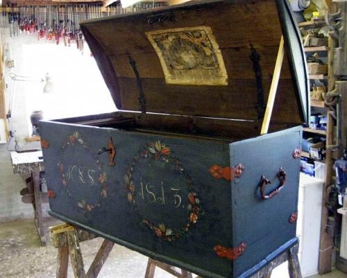 Kiste fra 1789, afdækket til laget 1813